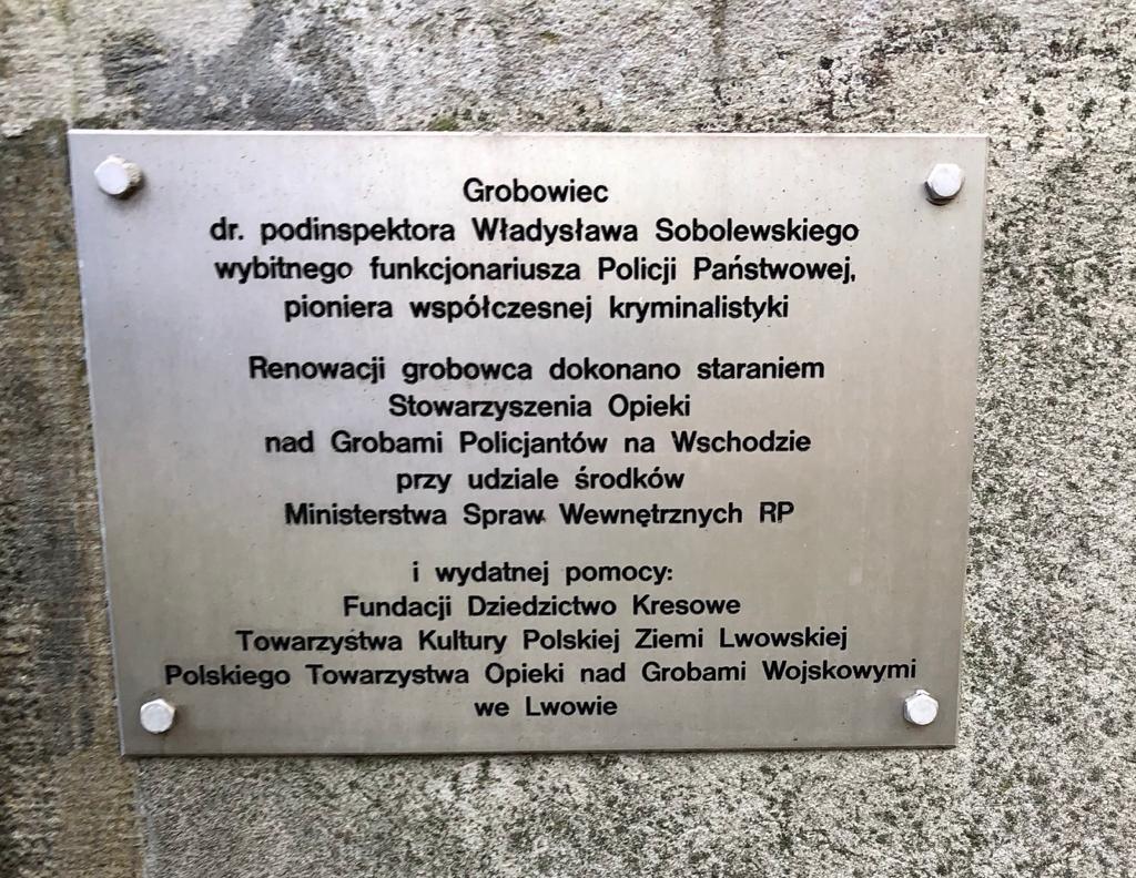 Delegacja śląskiej Policji Odwiedziła Cmentarz Obrońców