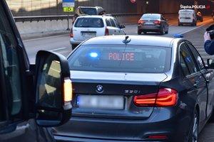 nieoznakowany radiowóz policyjny podczas jednej z policyjnych kontroli drogowych