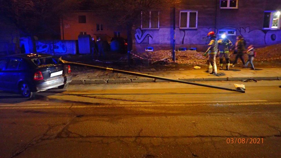 Strażacy na miejscu zdarzenia w Rybniku, przy ulicy Patriotów.